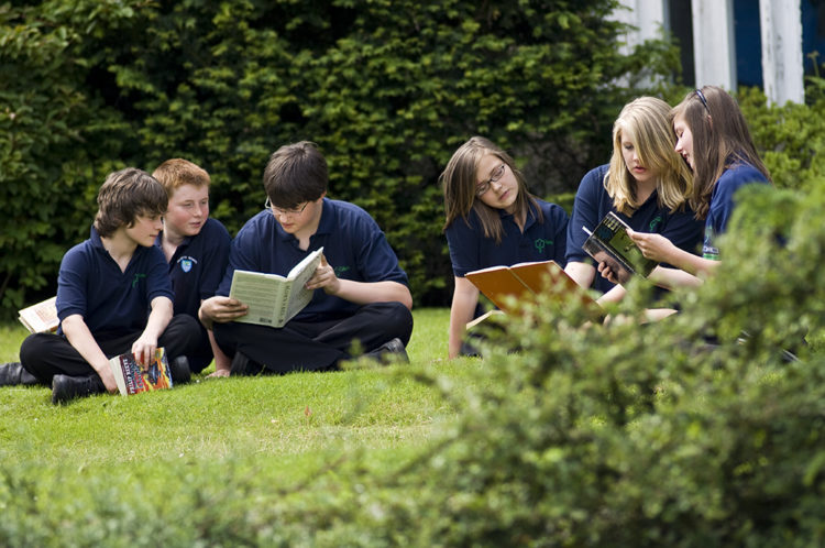 Students reading books on the grass in the grounds. Prospectus photography of Gillotts School, Henley on Thames, Oxfordshire. Location: Gillotts Gillotts Lane Henley-on-Thames Oxfordshire RG9 1PS Contact: Leonora Ellerby, 01491 574315 office.4055@gillotts.oxon.sch.uk Date taken: 04/06/2008 Client Details: Dan Clackett Cleverbox 37 College Road Bromley Kent BR1 3PU UK 0208 466 1777 07939 894 660 www.cleverbox.co.uk daniel@cleverbox.co.uk Daniel Clackett Cara Kruger Rob Kemp